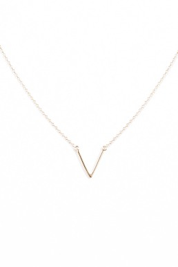Collier avec petit V urban outfitters